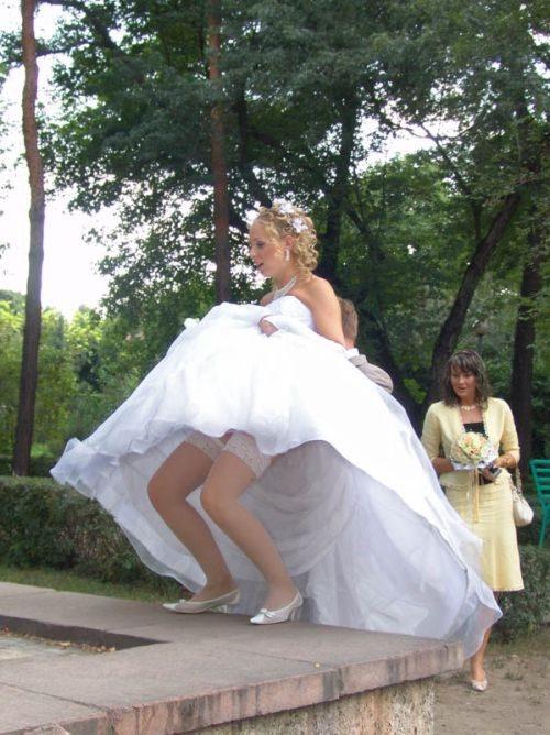 مشكل آفرینی سیم دور لباس عروس